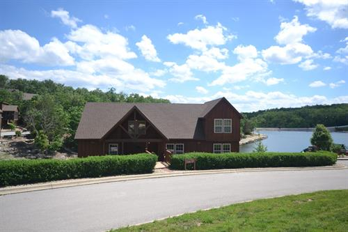 4-BR Lakefront Cabin in Stonebridge