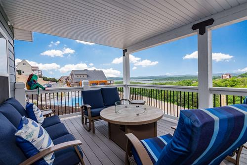 Gallery Image On_The_Rocks_at_Chateau_on_the_Cove_Branson-11_1st_Floor_Deck_(3).jpg
