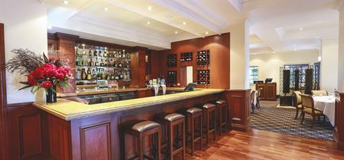 Nobles Bar