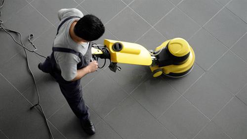 Gallery Image hard-floor-cleaning1.jpg
