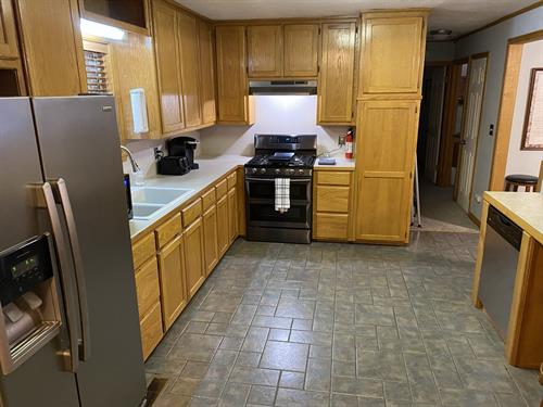 Fully equipped kitchen, including Keurig, some spices and oil