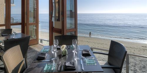 Oceanfront dining at Splashes Restaurant