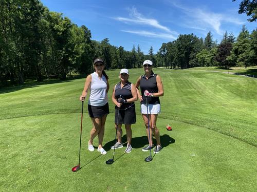 Gallery Image Women_Golf_Tournament-VancouverChamber.jpg