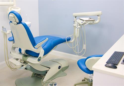 Gallery Image blue_dental_chair.jpg