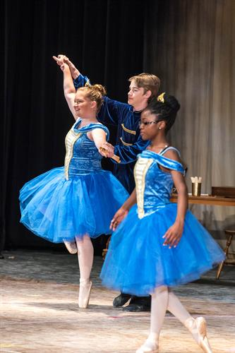 Gallery Image 2019_Ballet_Performance-30-(ZF-1107-33514-1-031).jpg