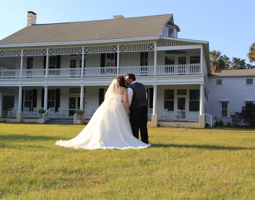 Chinsegut Manor House provides the perfect backdrop for your wedding