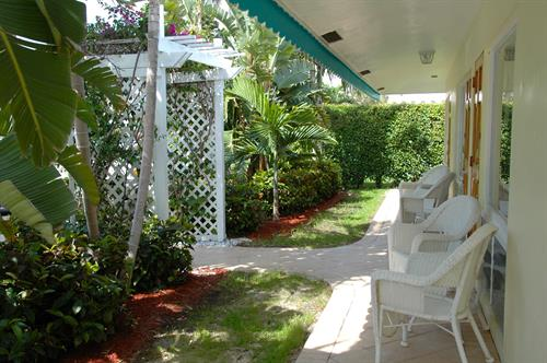 Pineapple Place Apts veranda
