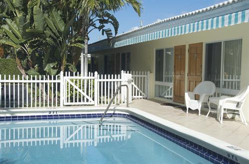 Pineapple Place Apts Pool