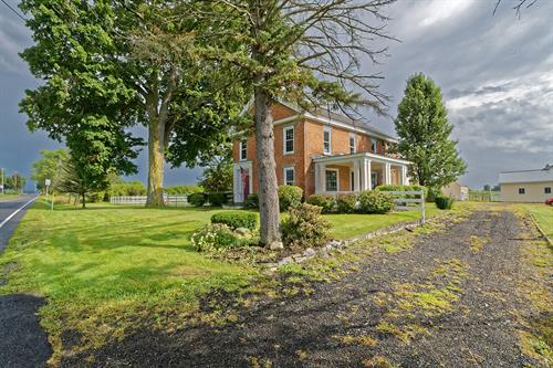 Horse farm at 106 State Route 197, Fort Edward~Stately brick home