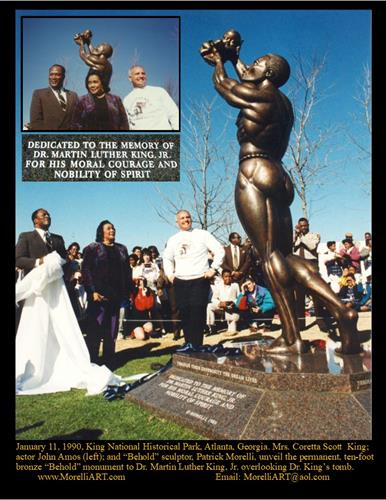 "1.11.90 MRS. KING UNVEILS 10-FOOT BRONZE ""BEHOLD"" NATIONAL MONUMENT TO HONOR DR. KING OVERLOOKING HIS TOMB AT THE KING NATIONAL HISTORICAL PARK IN ATLANTA, GEORGIA. ""BEHOLD"" SCULPTOR, PATRICK MORELLI, AND ""ROOTS"" ACTOR, JOHN AMOS (HOLDING UNVEILING CLOTH) WITH MRS. KING."