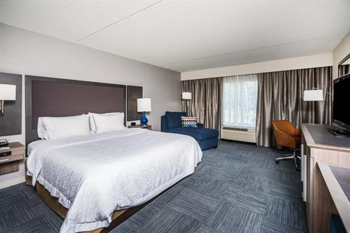 Gallery Image Hampton_Inn_Clifton_Park_NY-NKRUA_King-6-low_res.jpg