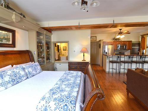 Spacious Henry Suite with kitchen, fireplace, patio and jacuzzi tub at Union Gables Inn
