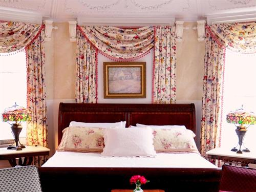 Romantic Jane room with king bed and soaking tub at Union Gables Inn