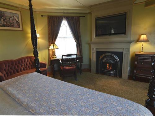 Linda room in the Turret with king bed at Union Gables Inn