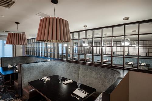 onsite restaurant & lounge Mr. D's