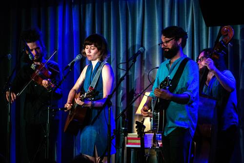 Gallery Image Molly_Tuttle-D6_32404.jpg