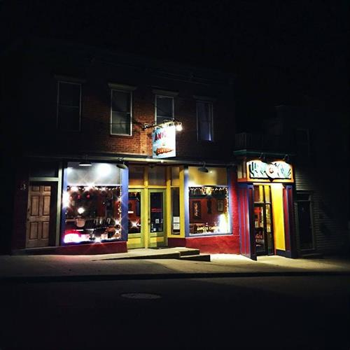Night view on Pearl Street