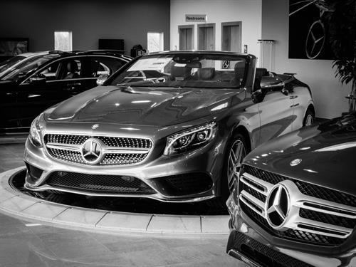 Gallery Image Mercedes_Convertable_Black_and_White.jpg