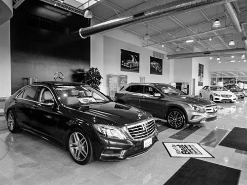 Gallery Image black_and_white_MB_showroom.jpg