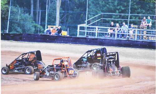 Gallery Image Dirt_Oval_Non_Wing_Group.jpg