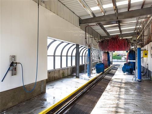 Tunnel wash interior