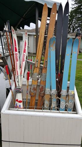 Gallery Image skis.jpg