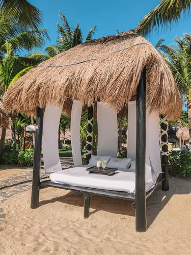 Gallery Image Beach_Bed_at_El_Dorado_Casita_Royale.jpg