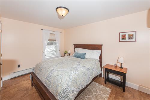 Silver Maple Guestroom