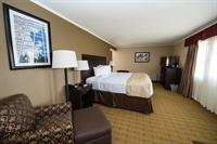 Stay in one of our deluxe executive king rooms with a balcony overlooking our golf course