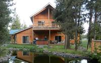 Homestead Lodge great for group gatherings. Outdoor hot tub & propane BBQ. On forested acreage.