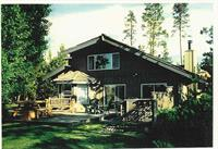 B&B has 2 Queen bedrooms and upstairs King Suite, like an apartment. On rural acreage, open meadows and pines. Adjacent to Quail Run Golf Course.