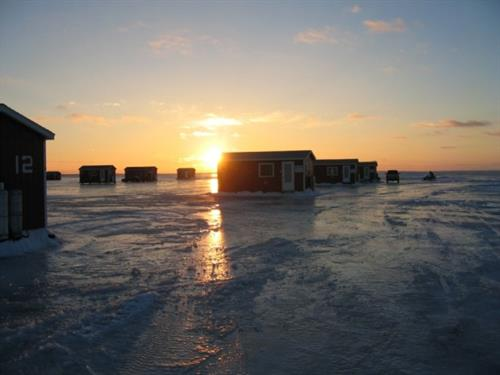 Gallery Image open_in_winter_icefishing_house.jpg