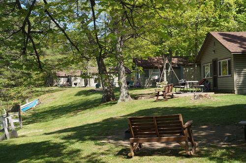 Gallery Image cabins_lakefront.jpg