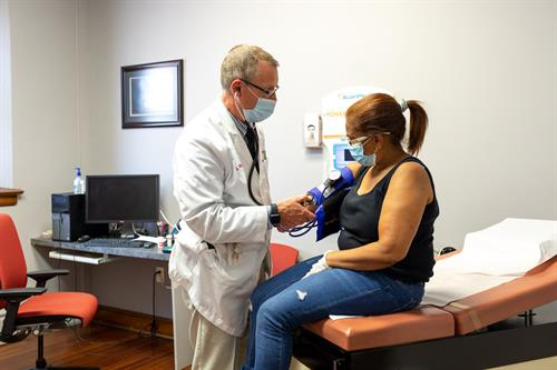 Gallery Image Dr_Nelson_w_patient.jpg