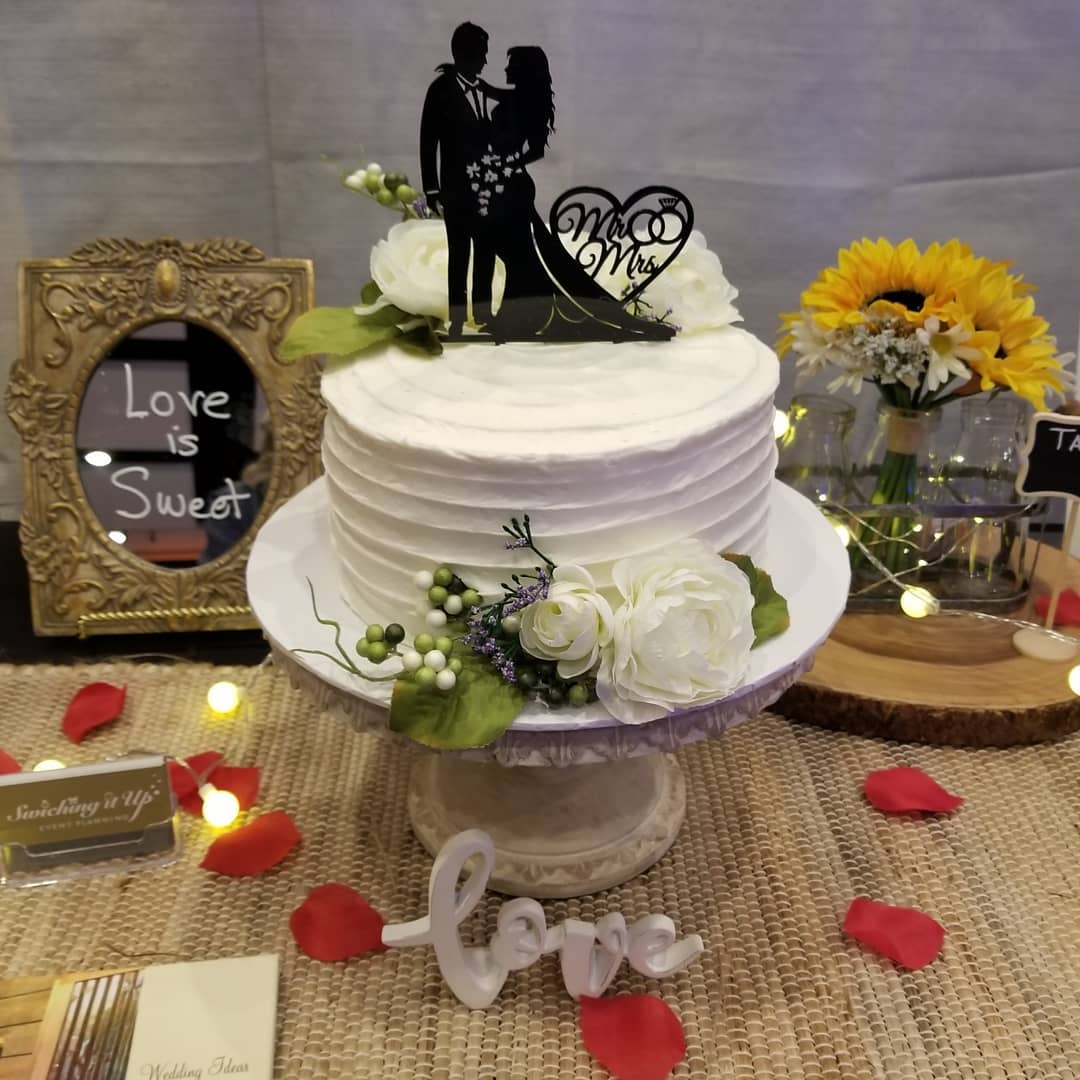 Beautiful wedding cake from Herb's bakery