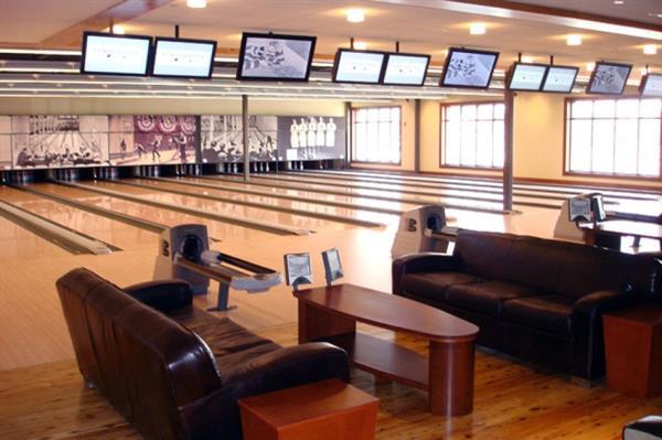 Gallery Image bowling_3.jpg