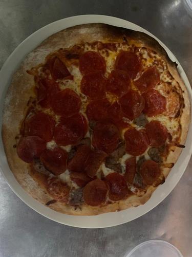 Siesta's Salsiccia pizza