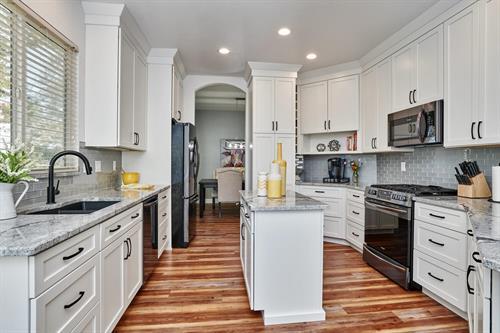 Gallery Image Barrett_kitchen_b.jpg