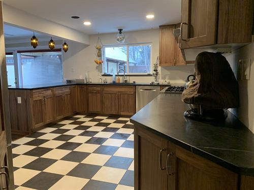 Gallery Image DeTolve_kitchen_b.jpg