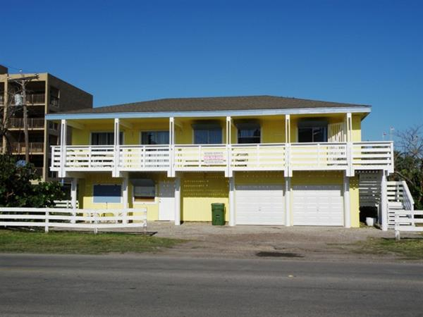 Large 1/1 Upstairs with a view; affordable efficiency downstairs - on Gulf Blvd!