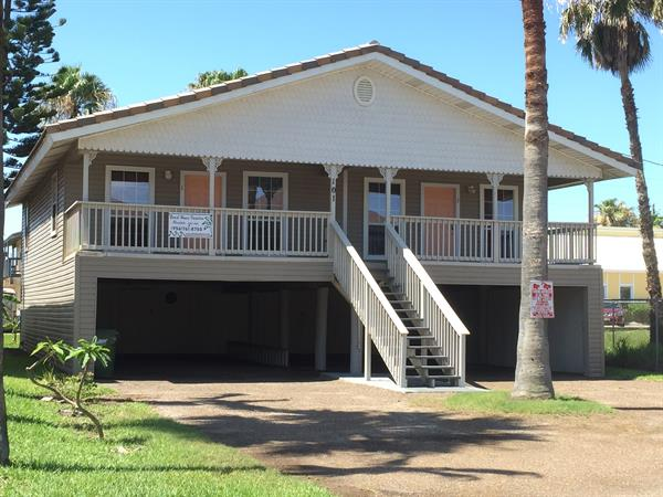 Gallery Image Exterior_Capricorn_South_Padre_Island_Rentals.JPG