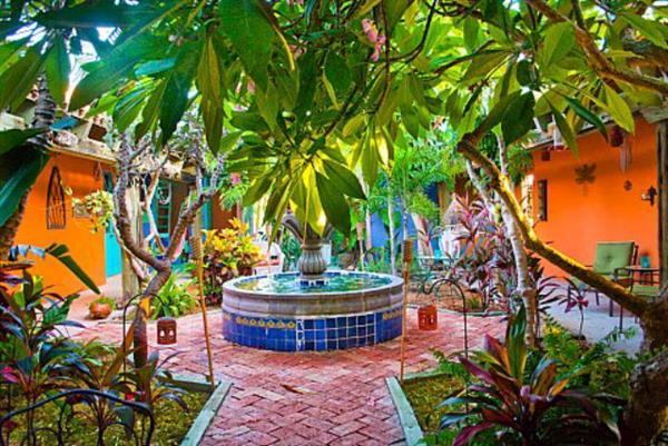 Gallery Image Villa-Courtyard4.jpg