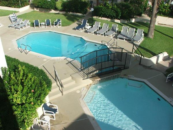 Seascape pool and childrens pool