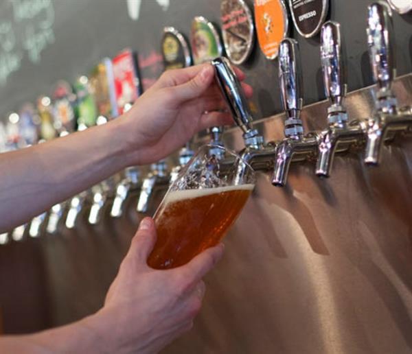 Gallery Image beer_taps__large.jpg