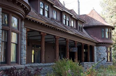 Gallery Image pine_lodge.jpg