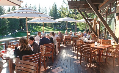 Gallery Image Lodge_HappyHour_OutsideWine_KeriOberly_July2011_05.jpg