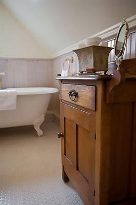 Gallery Image RH_Bathroom_2.jpg
