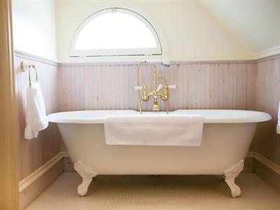 Gallery Image RH_Bathtub.jpg