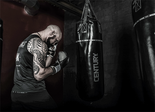 BOXING ON THE HEAVY BAGS @ TMF