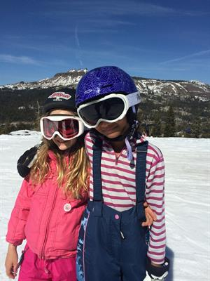 10-15 min from all the major ski and snowboarding resorts: Sugarbowl, Boreal, Northstar, Squaw